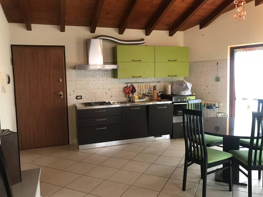Appartamento in buone condizioni arredato in vendita Rif. 8897004