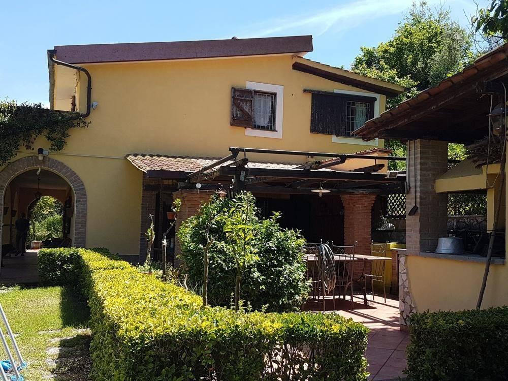 Villa in ottime condizioni in vendita Rif. 8896499