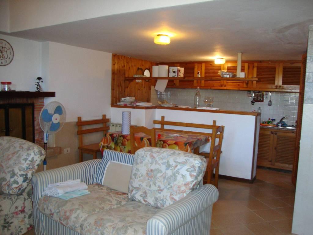Villetta a schiera in buone condizioni arredato in affitto Rif. 8900131