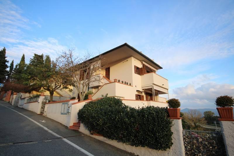 Appartamento in buone condizioni in vendita Rif. 8895923