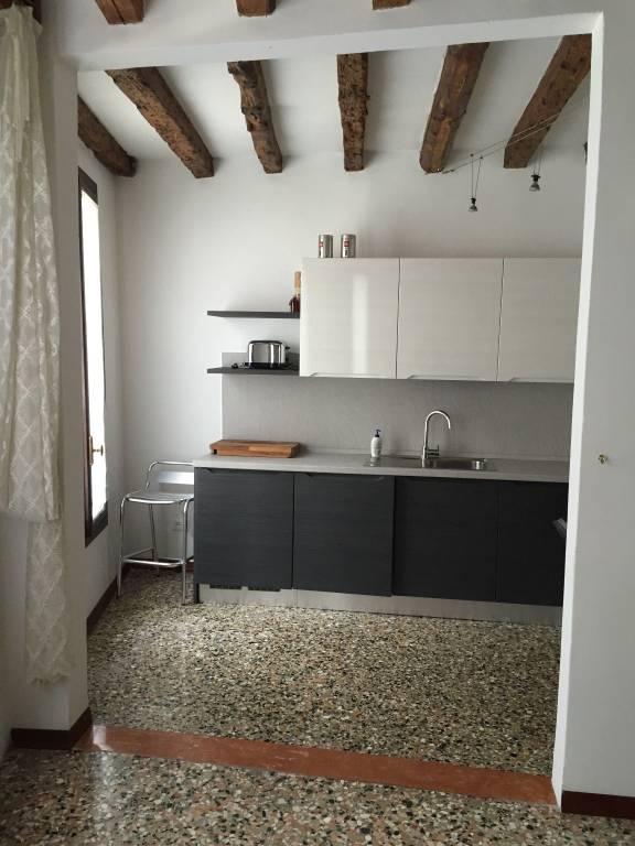 Appartamento in ottime condizioni arredato in affitto Rif. 8898084