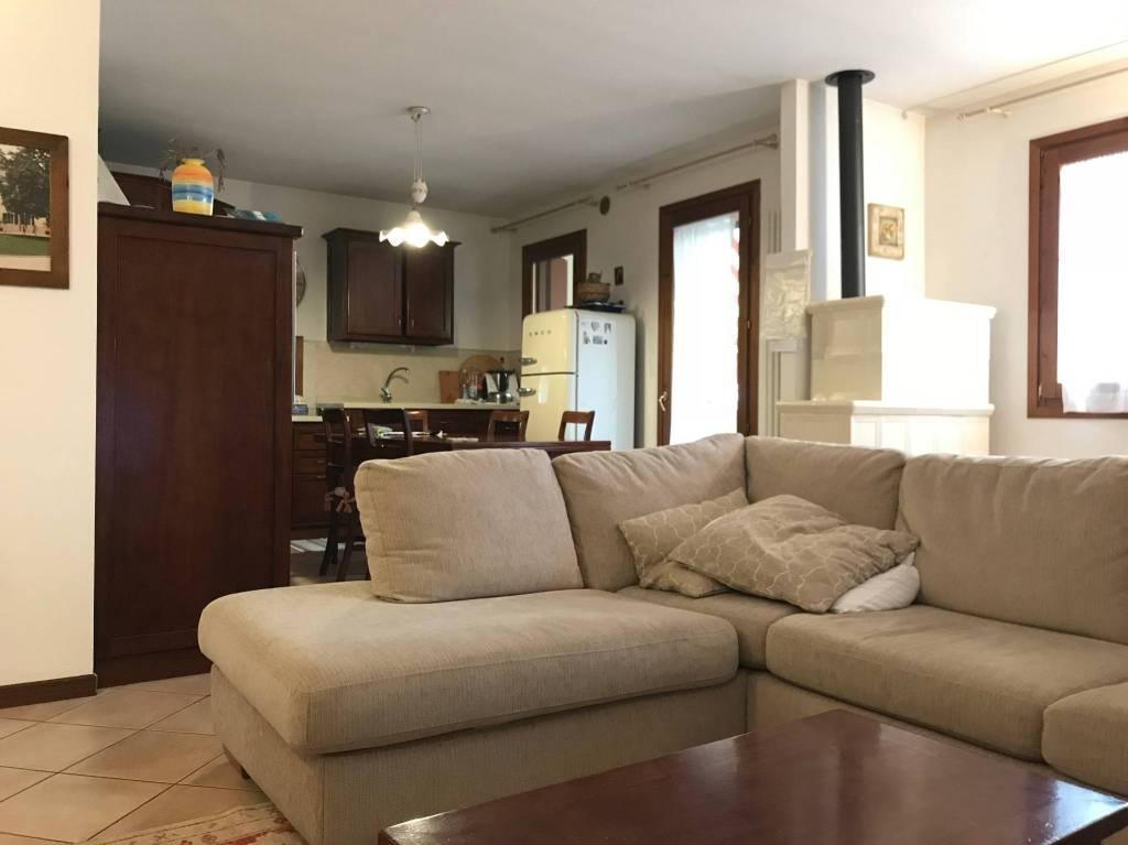 Appartamento in ottime condizioni parzialmente arredato in vendita Rif. 8914610