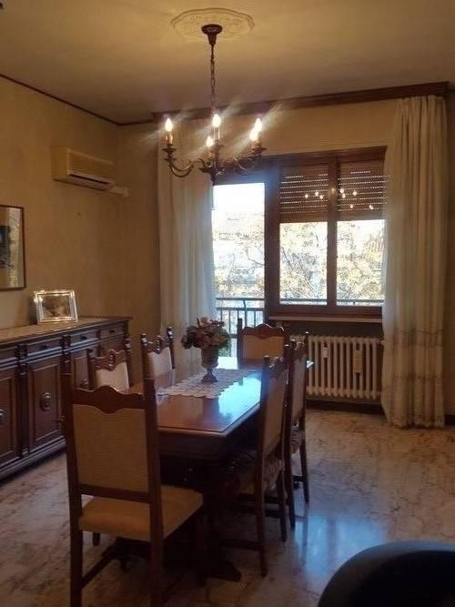 Appartamento in buone condizioni in vendita Rif. 8897414