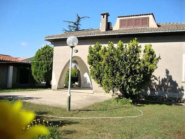 Villa in buone condizioni in affitto Rif. 8900132