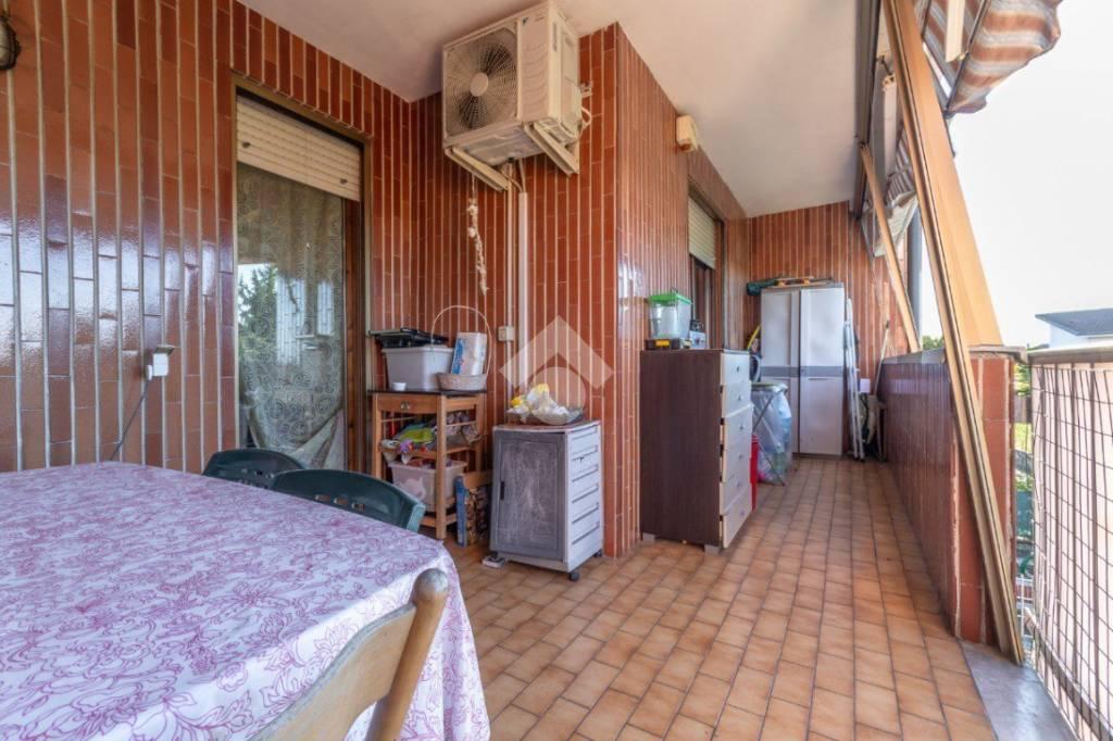 Appartamento in buone condizioni in vendita Rif. 9287656