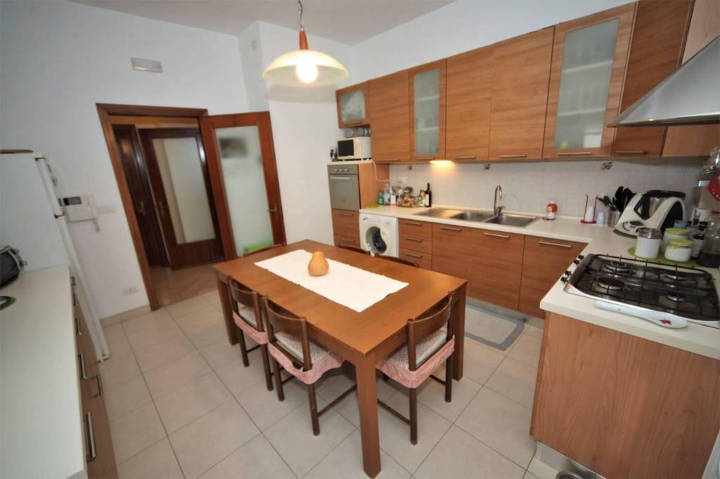 Appartamento in buone condizioni in vendita Rif. 8900240