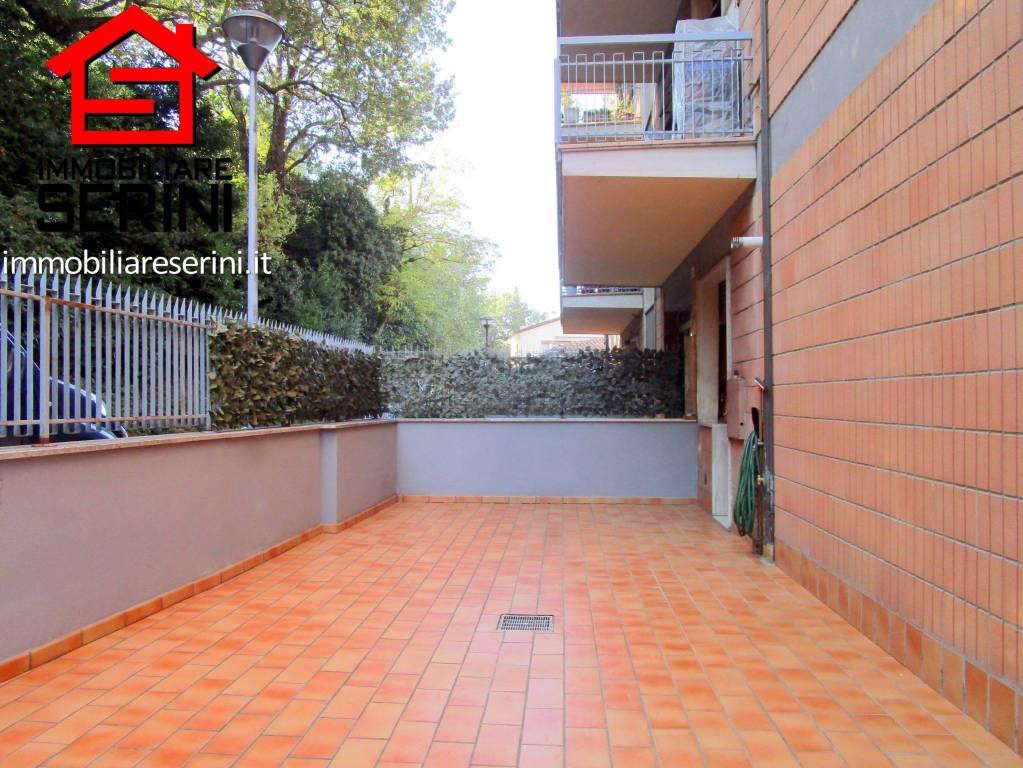 Appartamento in buone condizioni in vendita Rif. 8896516