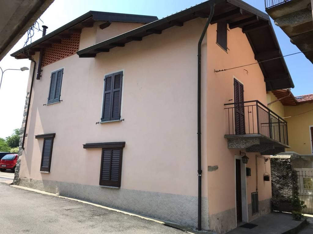Appartamento in buone condizioni in vendita Rif. 8898408