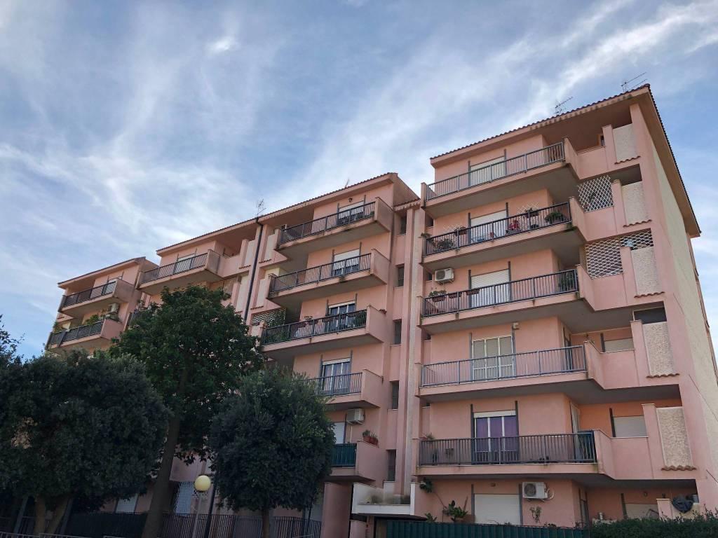Appartamento in buone condizioni in vendita Rif. 8899403
