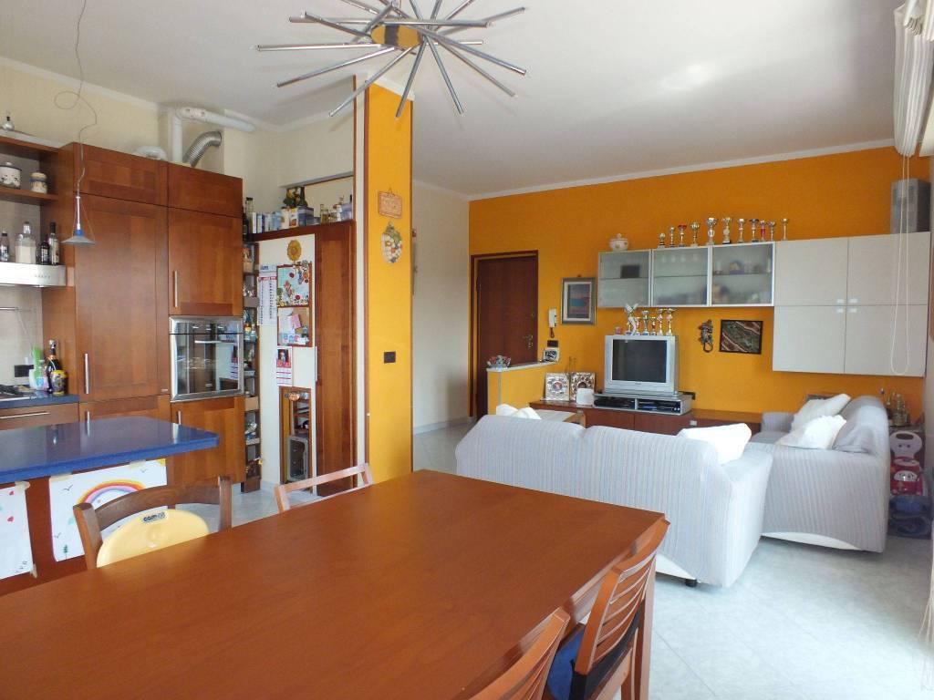 Appartamento in ottime condizioni in vendita Rif. 8897018