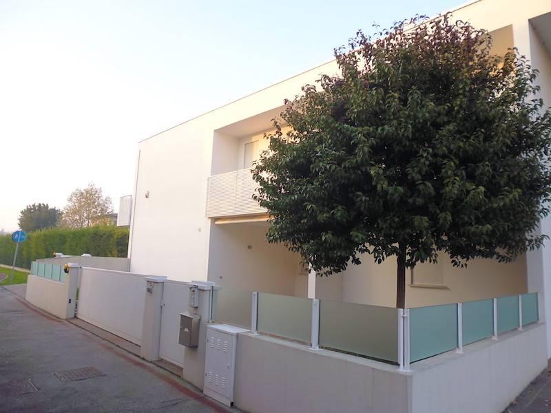 Villa in buone condizioni parzialmente arredato in vendita Rif. 8899914