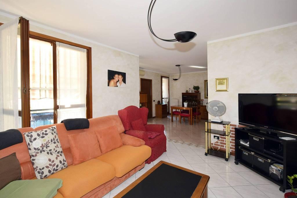 Appartamento in buone condizioni in vendita Rif. 8900161