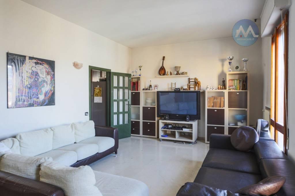 Appartamento in buone condizioni in vendita Rif. 8939235
