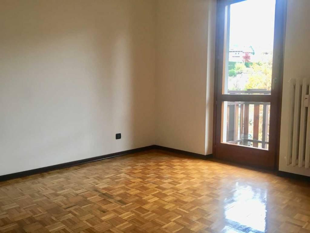 Appartamento in buone condizioni in affitto Rif. 8926465