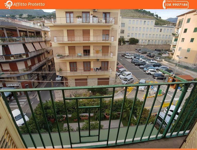 Appartamento in buone condizioni arredato in vendita Rif. 8911068