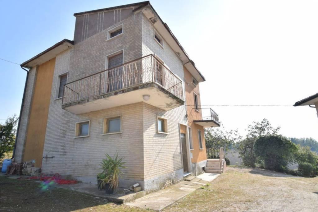 Rustico / Casale da ristrutturare in vendita Rif. 8913612