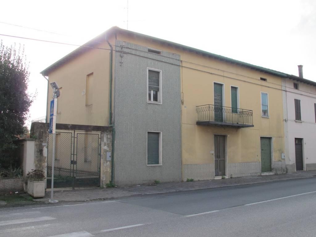 Stabile / Palazzo da ristrutturare in vendita Rif. 8910841