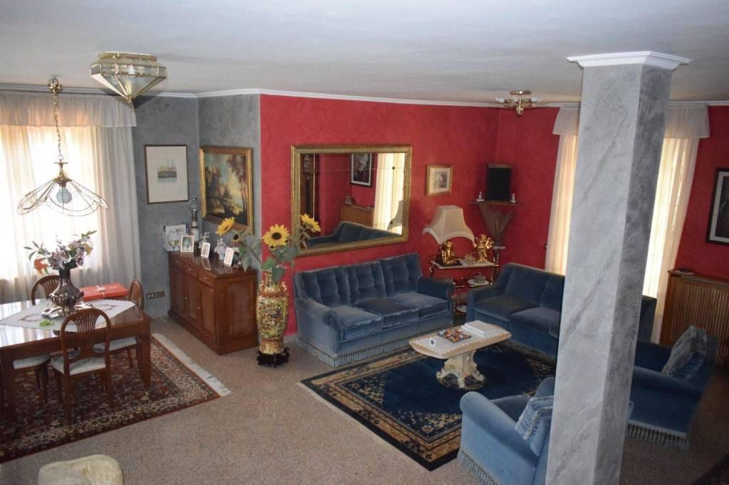 Villa in ottime condizioni parzialmente arredato in vendita Rif. 8913185
