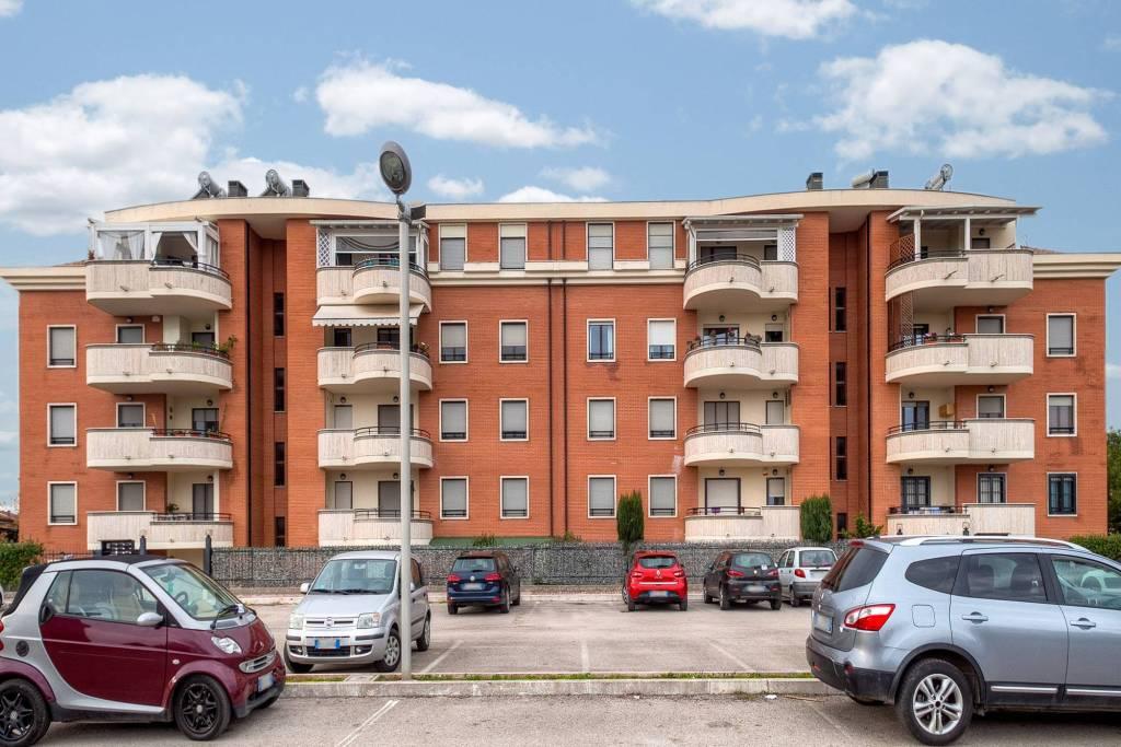 Appartamento in ottime condizioni in vendita Rif. 8911013