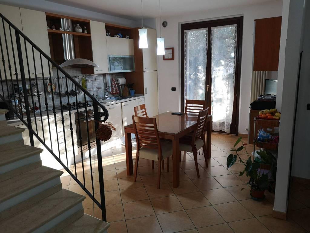 Villetta a schiera in buone condizioni in vendita Rif. 8913542