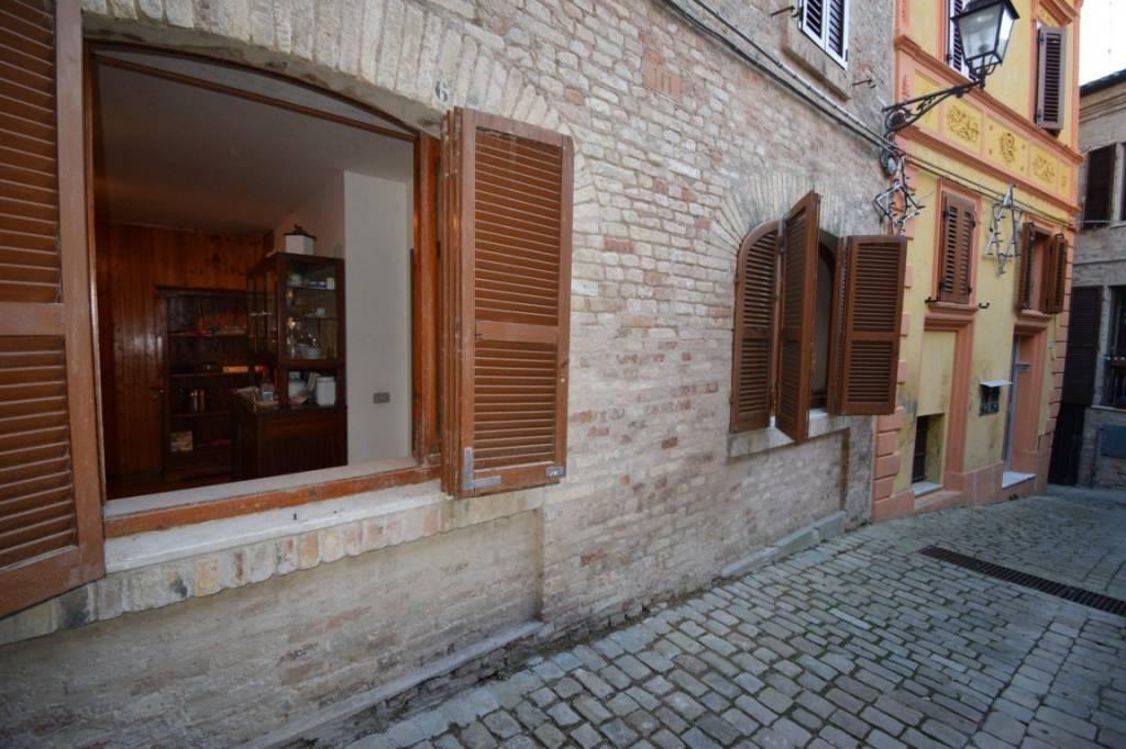 Appartamento in buone condizioni parzialmente arredato in vendita Rif. 8913613