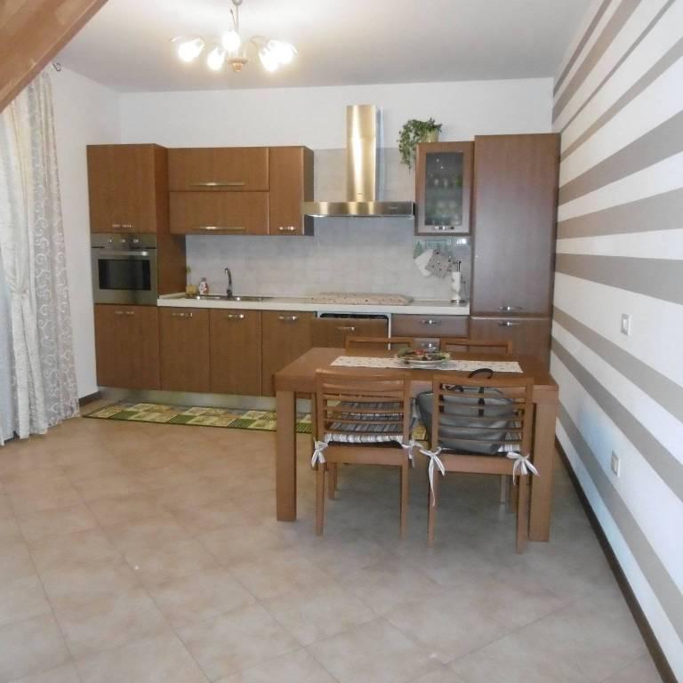 Appartamento in buone condizioni in vendita Rif. 8912334