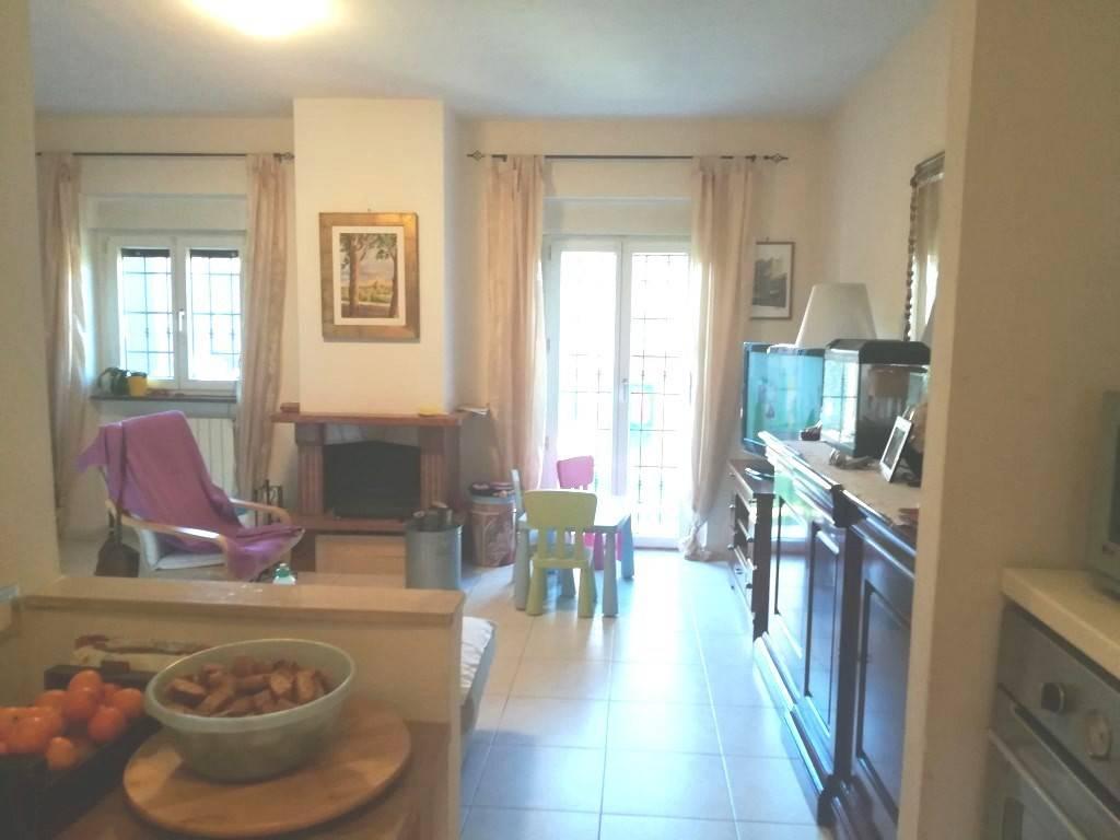 Villa in vendita a Manziana, 3 locali, prezzo € 165.000   CambioCasa.it