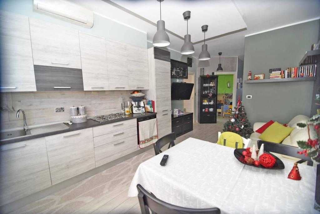 Appartamento in ottime condizioni in vendita Rif. 8214010