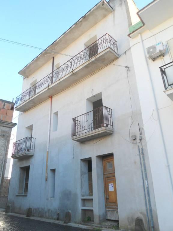 Appartamento da ristrutturare in vendita Rif. 8908891