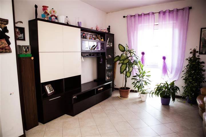 Appartamento in buone condizioni in vendita Rif. 8909715