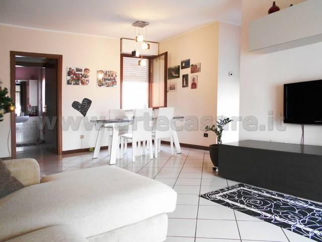 Appartamento in buone condizioni in vendita Rif. 8909738