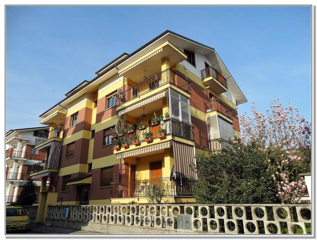 Appartamento in buone condizioni in affitto Rif. 8908962