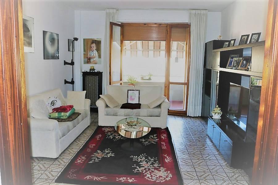 Appartamento in buone condizioni parzialmente arredato in vendita Rif. 8909123