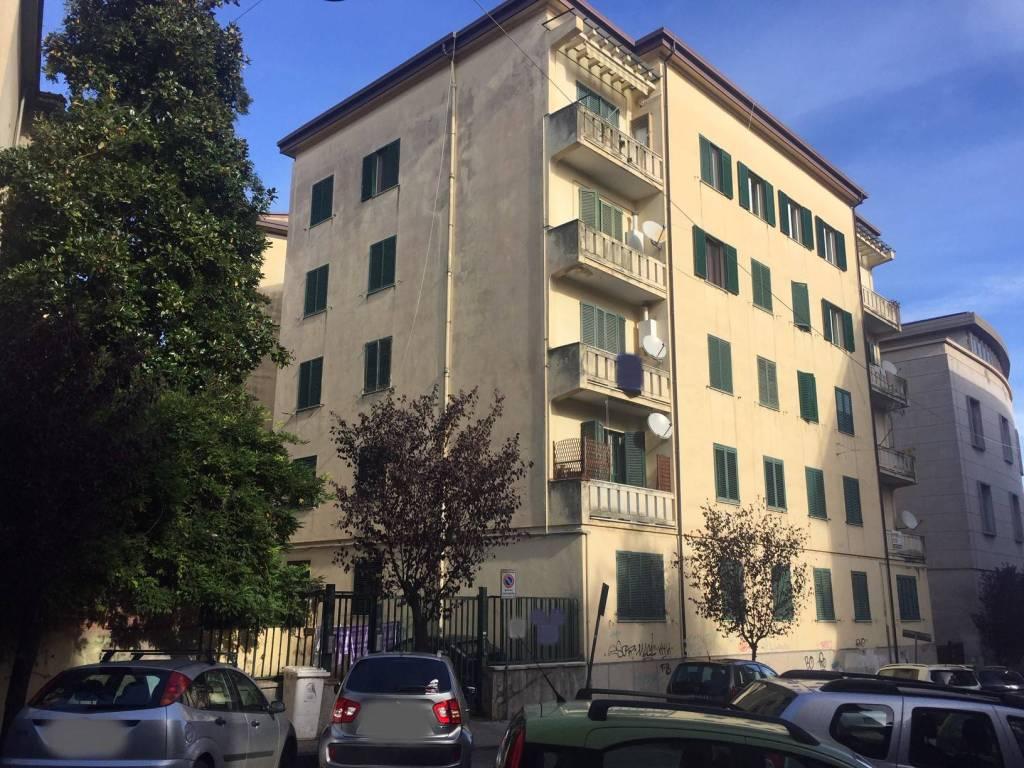 Appartamento in buone condizioni in vendita Rif. 8912255