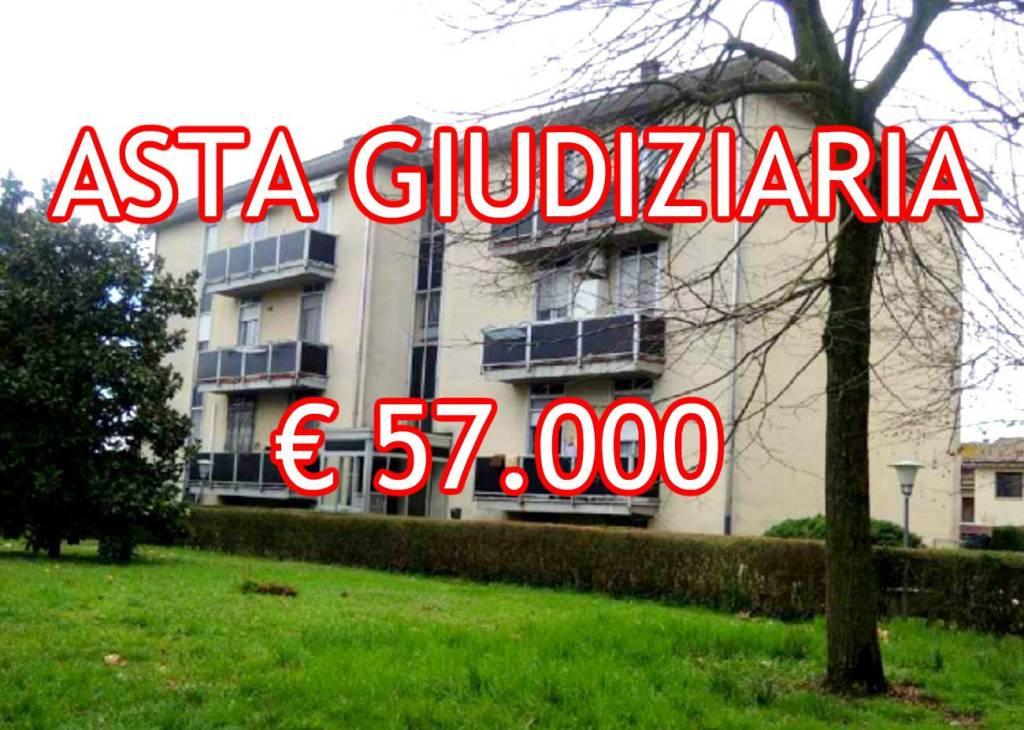 Appartamento in buone condizioni in vendita Rif. 8910565