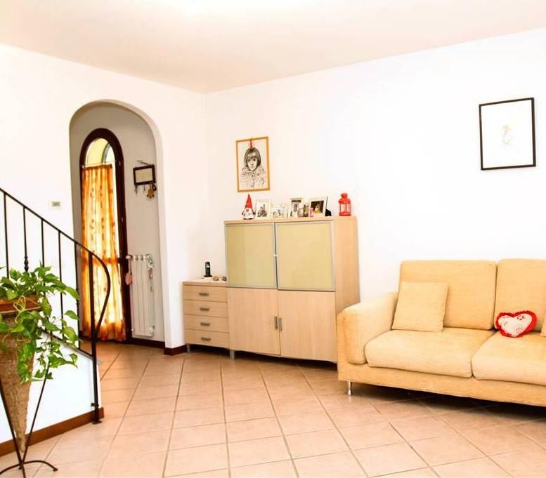 Villa in vendita a Serravalle Pistoiese, 8 locali, prezzo € 390.000 | CambioCasa.it