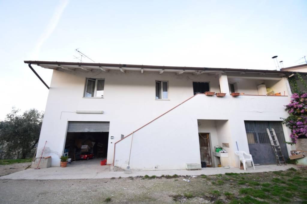 Villetta a schiera in buone condizioni in vendita Rif. 8909102