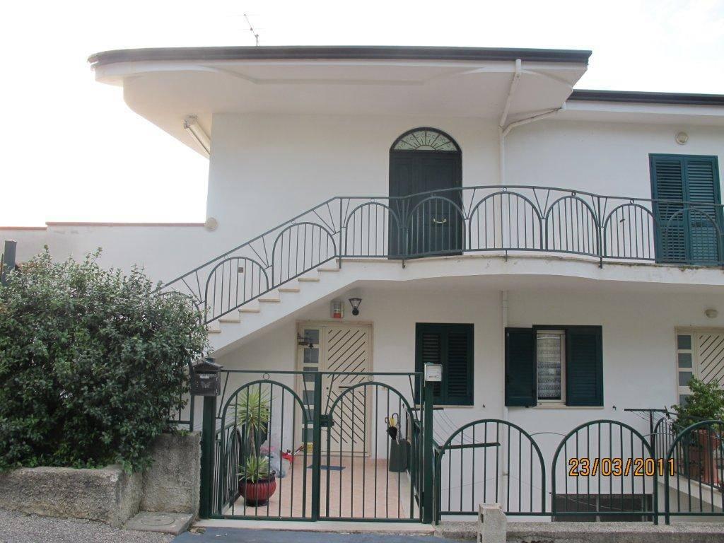 Appartamento in ottime condizioni in vendita Rif. 8910166