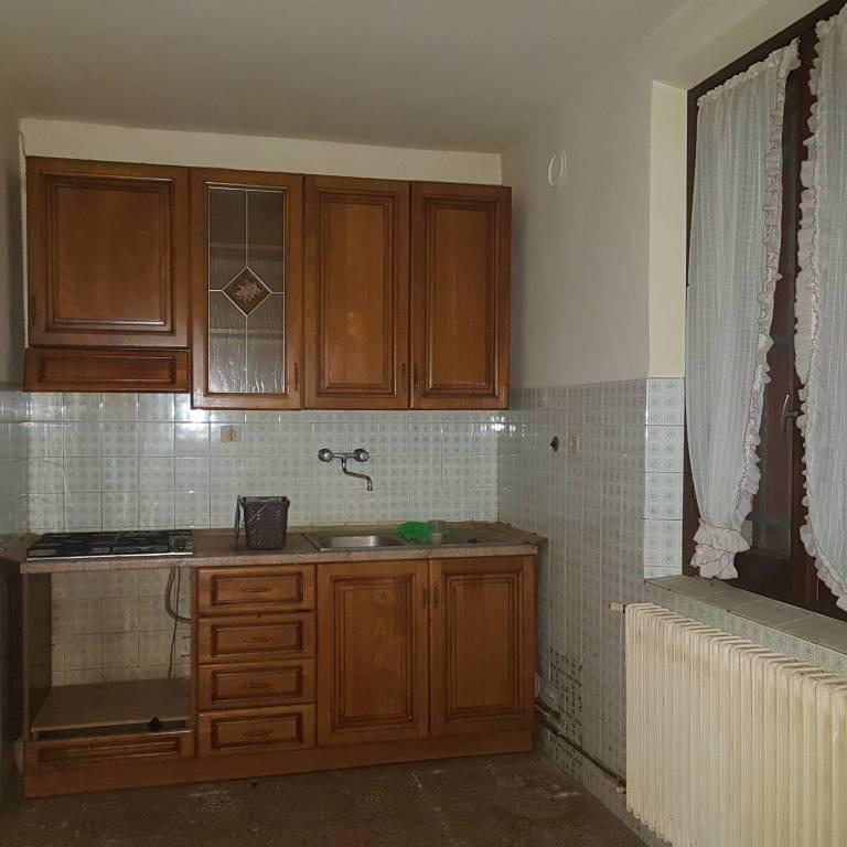 Casa Indipendente da ristrutturare parzialmente arredato in vendita Rif. 8909555