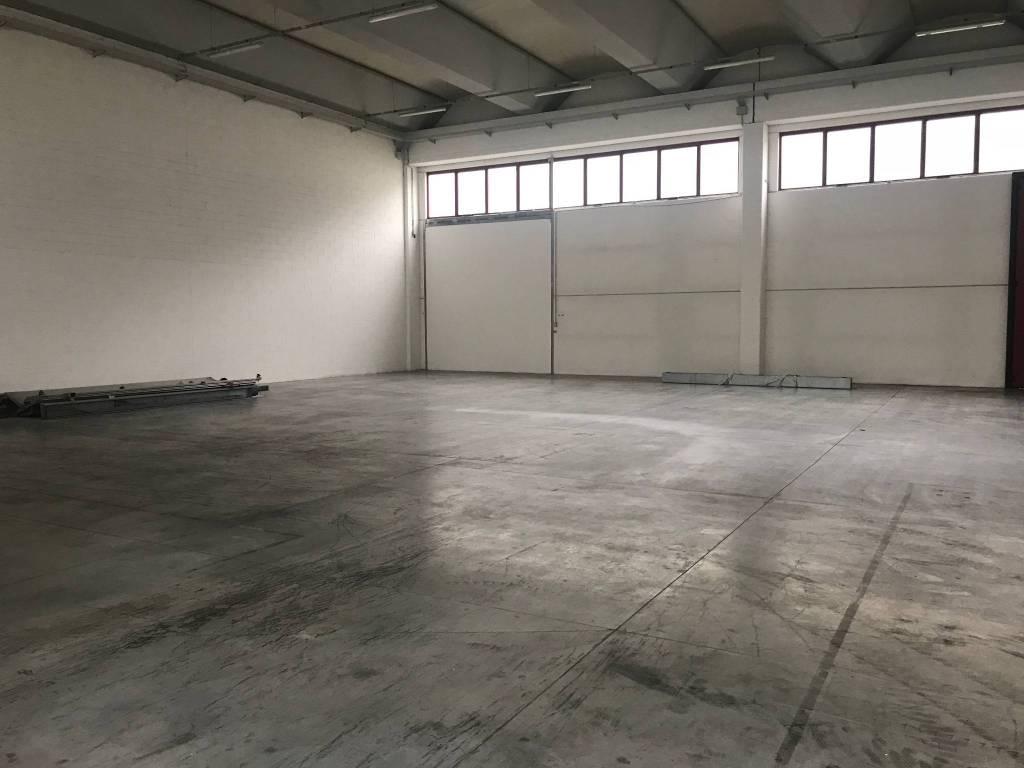 Magazzino - capannone in affitto Rif. 8910189