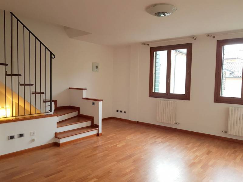 Casa Indipendente in ottime condizioni parzialmente arredato in vendita Rif. 8913257