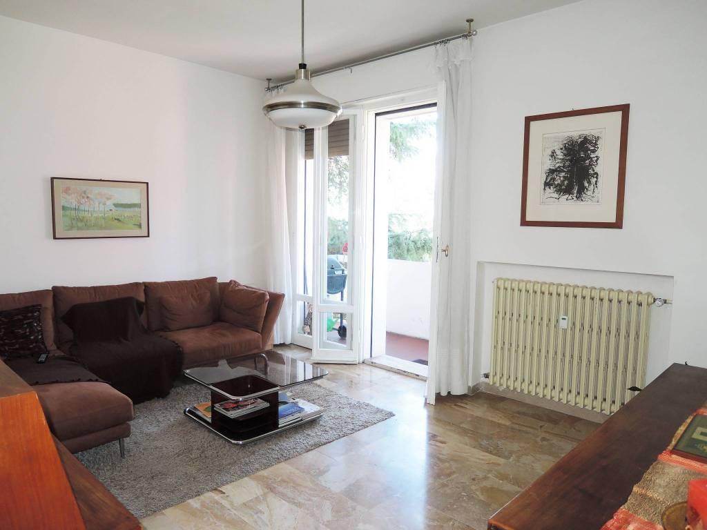 Appartamento in buone condizioni parzialmente arredato in vendita Rif. 8910346
