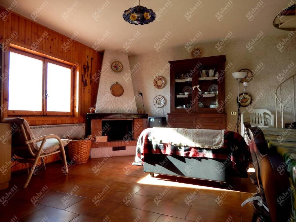 Appartamento in buone condizioni in vendita Rif. 8910888