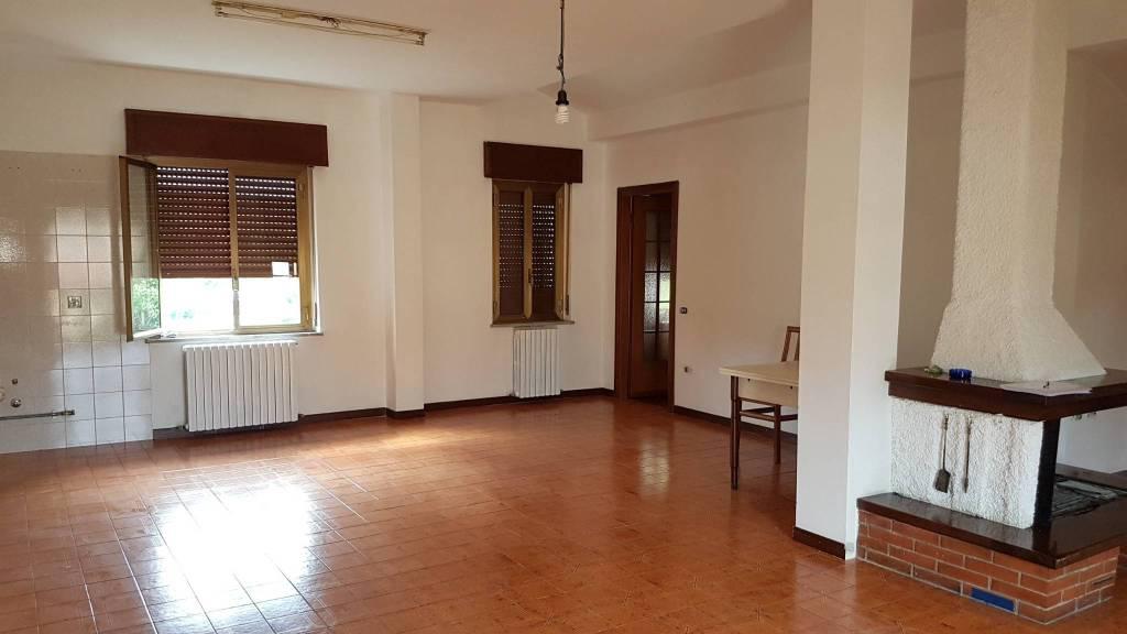 Appartamento in buone condizioni in vendita Rif. 8909763
