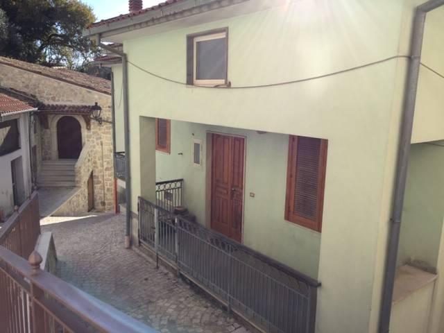 Appartamento in buone condizioni parzialmente arredato in vendita Rif. 8720890