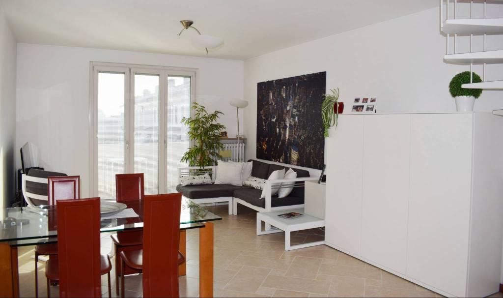 Appartamento in ottime condizioni parzialmente arredato in vendita Rif. 8803664