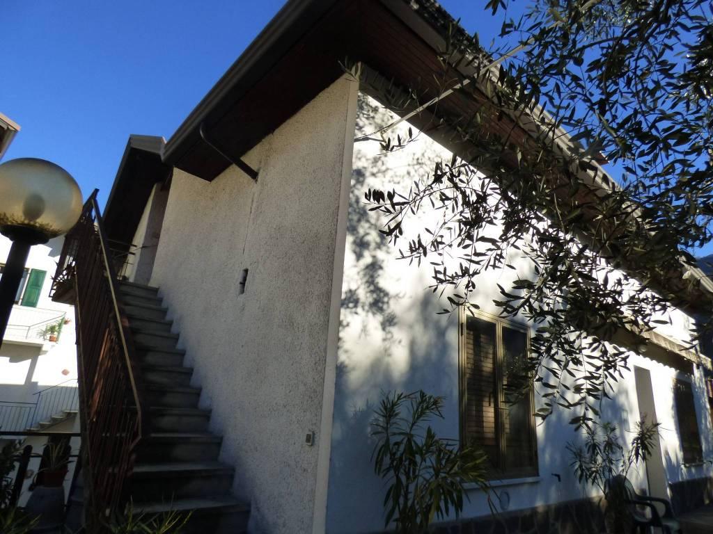 Villa da ristrutturare in vendita Rif. 8910829