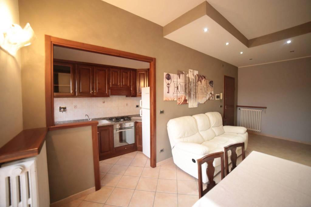 Appartamento in ottime condizioni arredato in affitto Rif. 8913324