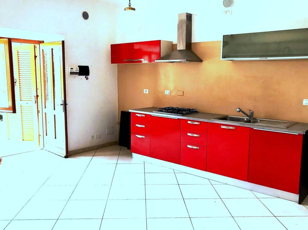 Appartamento in ottime condizioni parzialmente arredato in vendita Rif. 9160223