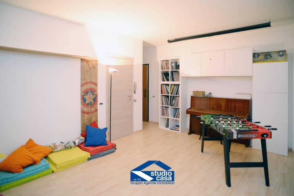 Appartamento in ottime condizioni in vendita Rif. 8911140